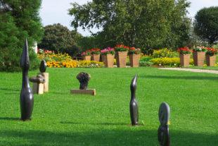 Africké sochy v Botanické zahradě v Praze - Troji