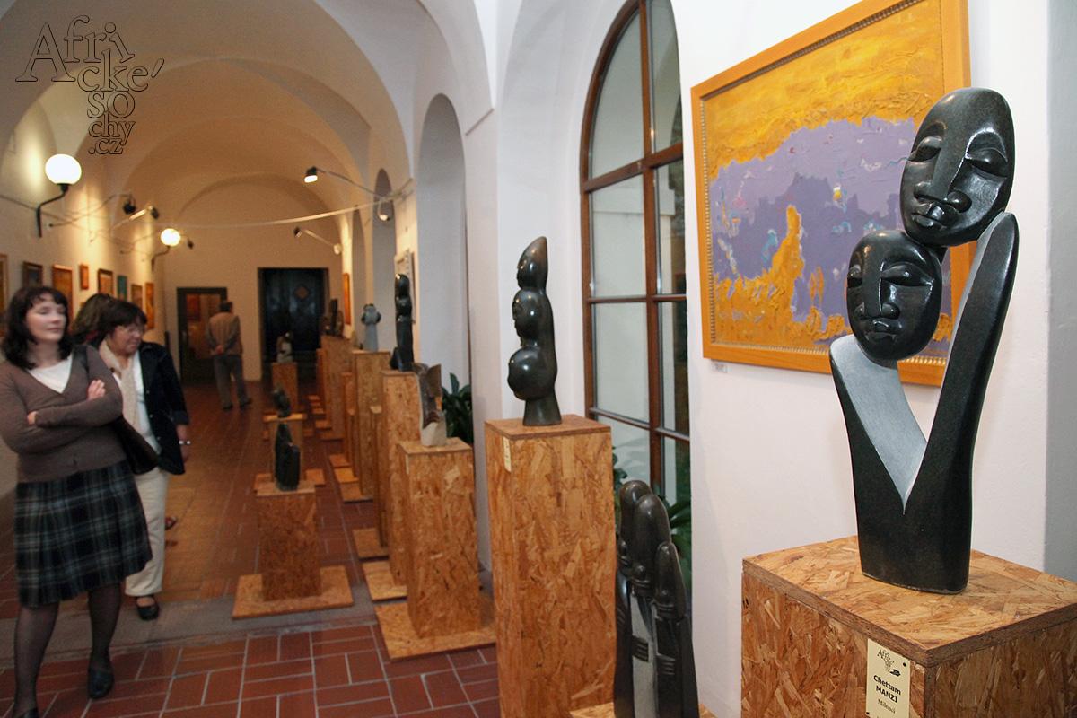 Africké sochy v galerii Ambit Praha