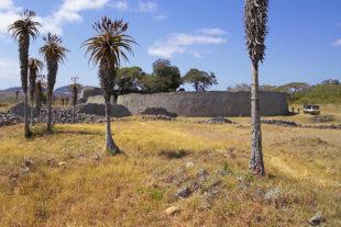 Great Zimbabwe - největší kamenná historická stavba na jih od Sahary