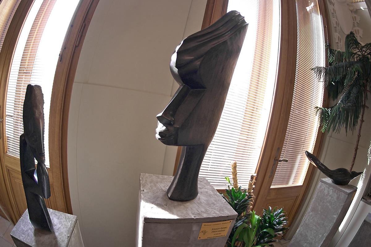 Kamenné sochy na prodej v Městském divadle v Mladé Boleslavi