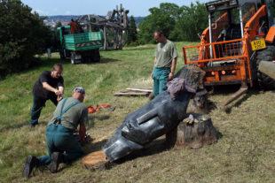 Instalace velkých afrických  soch v Botanické zahradě