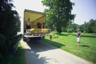 Transport afrických soch do Botanické zahrady