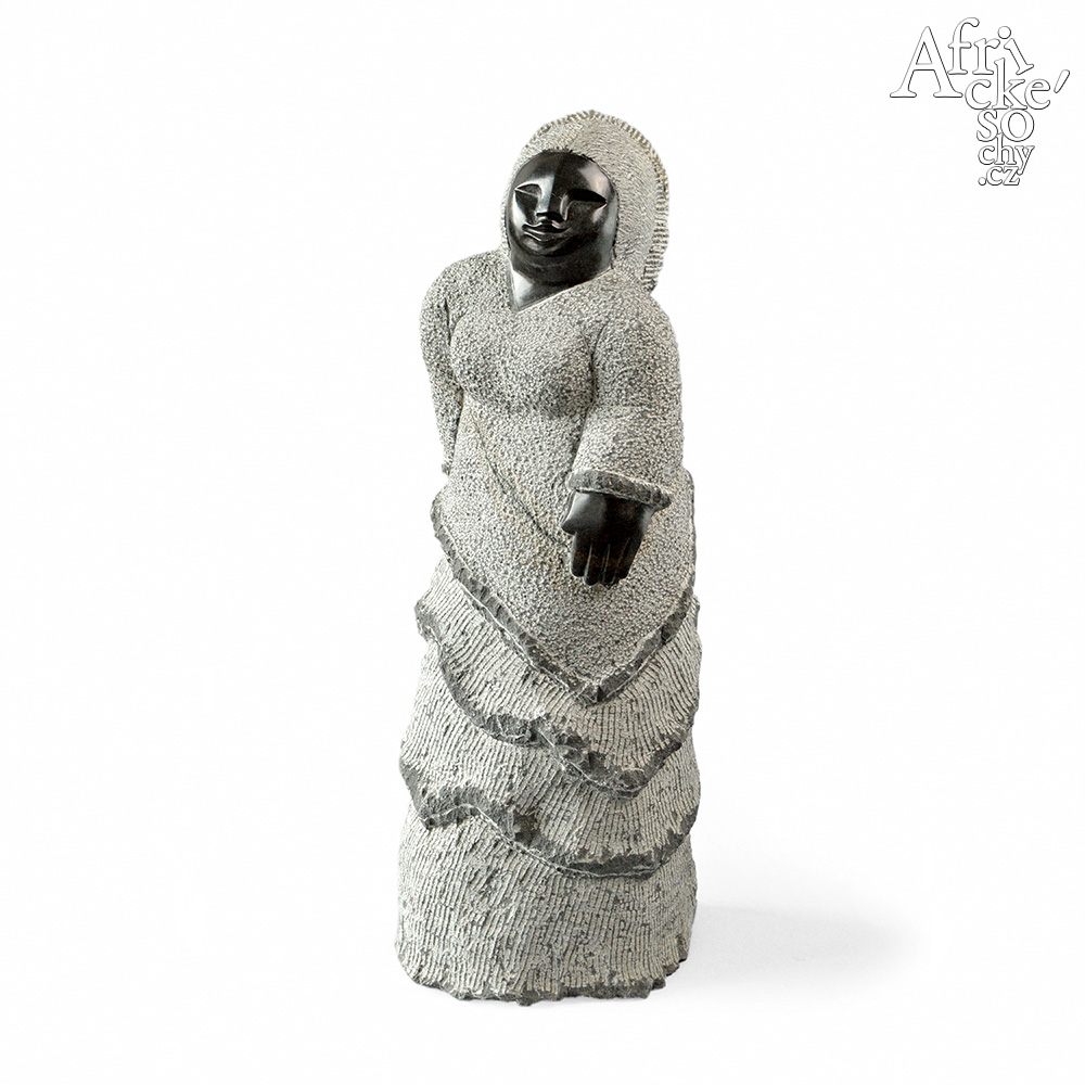 Colleen Madamombe: sculpture Woman
