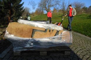 Převoz soch z botanické zahrady