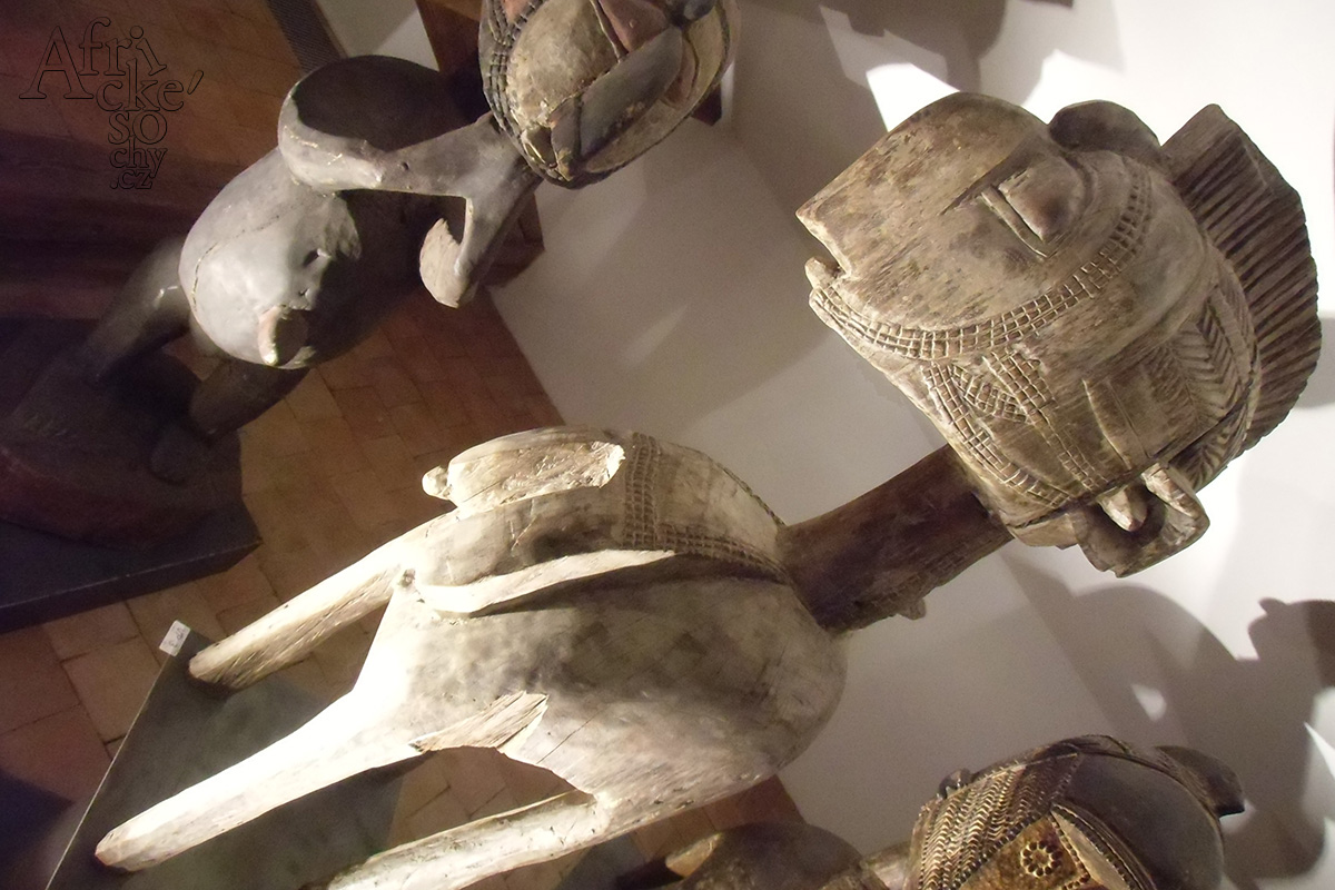 Africké sochy v Pelléově vile