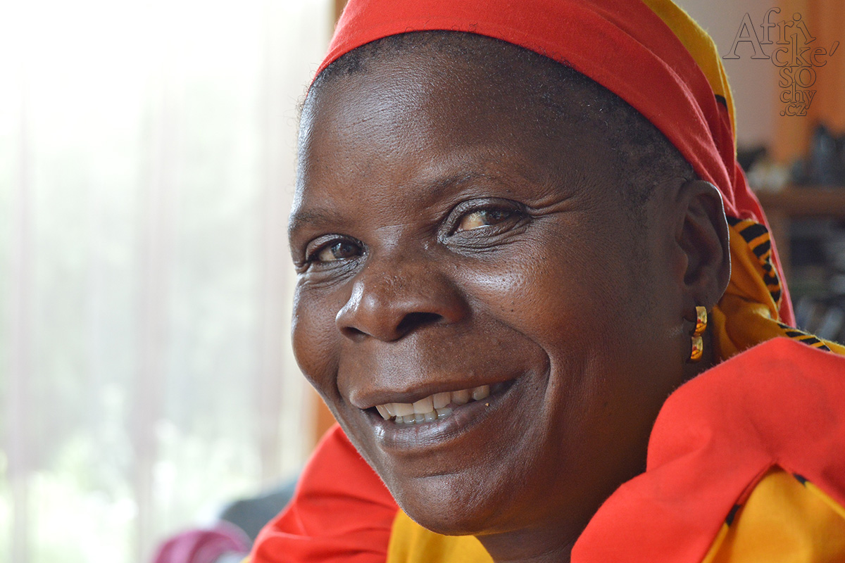 Sochařka ze Zimbabwe Maudy Muhoni
