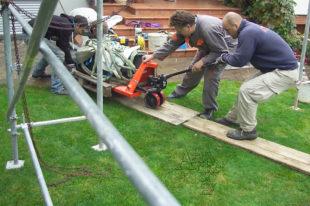 Jak instalovat sochu - dopravit sochu pod lešení