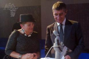 Benefiční aukce panenek - Andrej Babiš a  panenka od Kamurai Kavhu