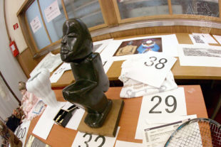Vánoční benefice pro Guineu – naše socha se dražila pod číslem 32