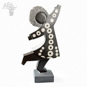 Skulptur von Dominic Benhura: Tänzerin