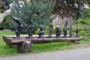 Kamenné zahradní sochy v ZOO Dvůr Králové