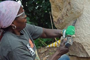 Maudy Muhoni - otesávání pískovce