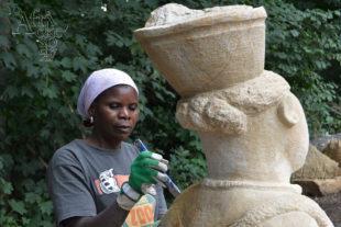 Maudy Muhoni se sochou Mama Africa