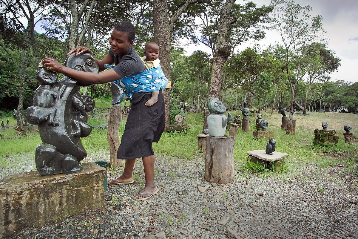 Jak se starat o kamenné sochy ze Zimbabwe
