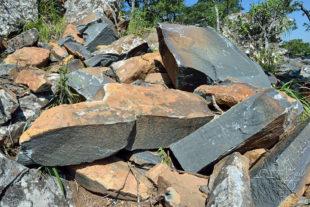 Kámen zbývá dopravit do Tengenenge