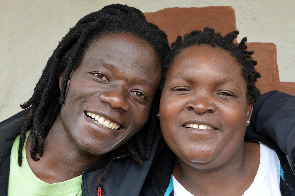 Sochař Michael Kasvinge a jeho žena Loice Rabion