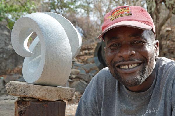 Sochař Percy Kuta
