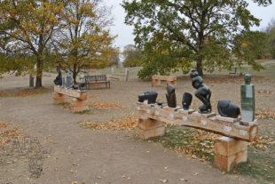 Africké sochy v botanické zahradě