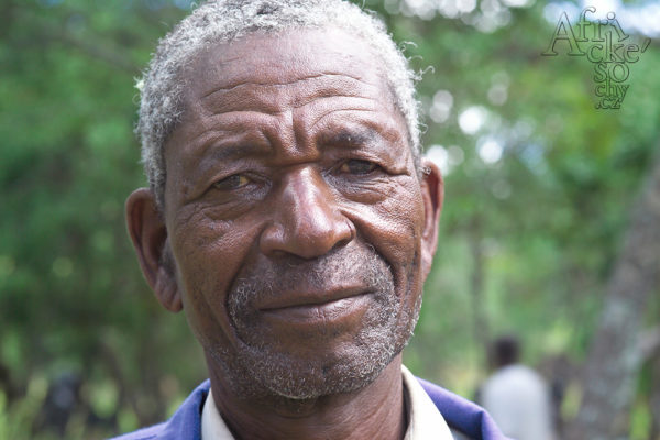 Sochař Ephraim Chaurika Tengenenge