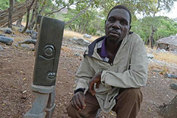 Sochař Roger Mafigu Tengenenge
