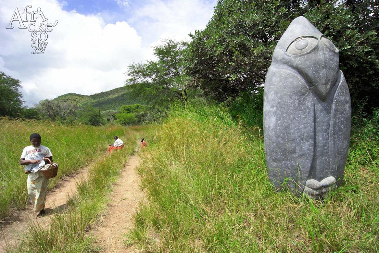 Vesnice a sochařská komunita Tengenenge v Zimbabwe