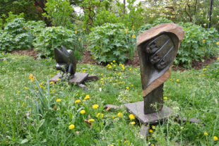 Africké sochy v ZOO ve Dvoře Králové