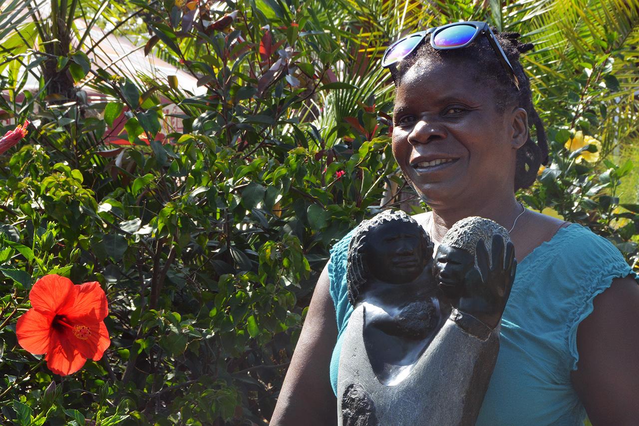Sochařka Maudy Muhoni
