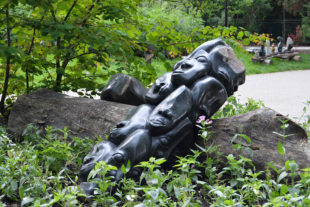 Africké sochy v Safari Parku - autor sochy Nimrod Phiri