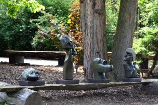 Africké sochy v Safari Parku Dvůr Králové
