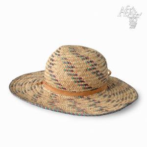 Dívčí klobouček pletený z trávy | africké dekorace a předměty