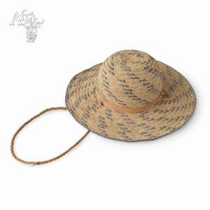 Dívčí klobouček pletený ztrávy