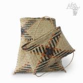 Kabelka ručně pletená z trávy