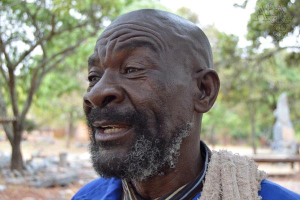 Sochař Jaisi Muhomba - Tengenenge 2017